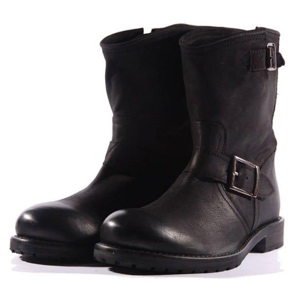 Lazamani All About Shoes (1)