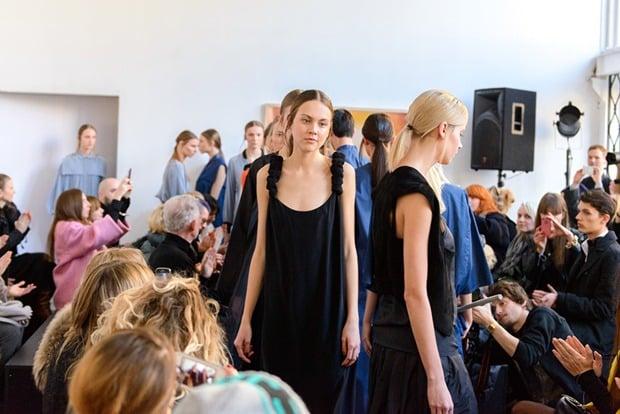 ania_kuczynska_ss_2014_illuminate_runway_show_29